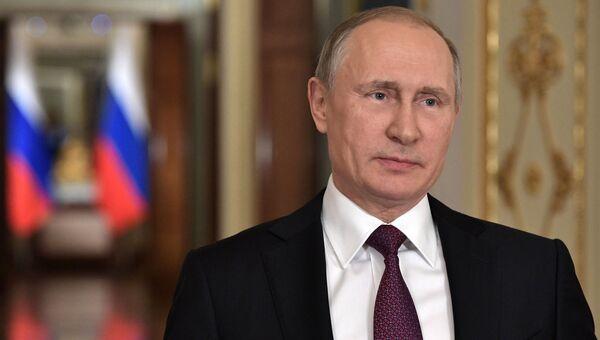 Начало взрослой жизни: Владимир Путин поздравил российских выпускников с окончанием школы