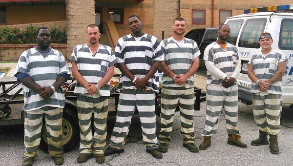 Заключенные, оказавшие помощь заместителю шерифа в штате Джорджия