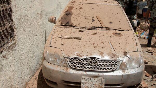 Поврежденный автомобиль месте взрыва террориста-смертника в Мекке. 23 июня 2017
