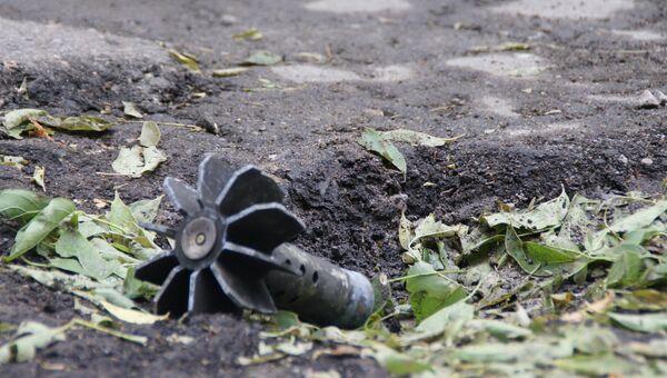 Последствия обстрела поселка Донецкий в ЛНР. Архивное фото