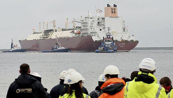 Судно, доставляющее сжиженный природный газ из Катара в Польшу