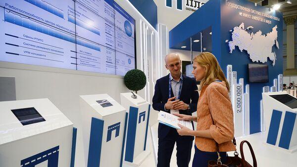 Стенд государственной системы взимания платы Платон на IX Международной выставке Транспорт России в Москве