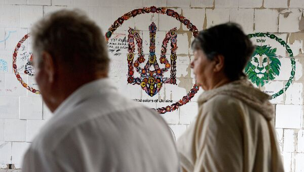 Герб Украины в подземном переходе в Киеве