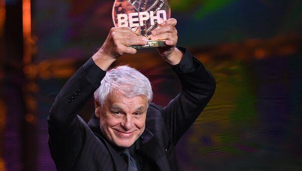 Итальянский актер Микеле Плачидо, получивший почетную премию имени Станиславского Верю, на церемонии закрытия 39-го Московского международного кинофестиваля