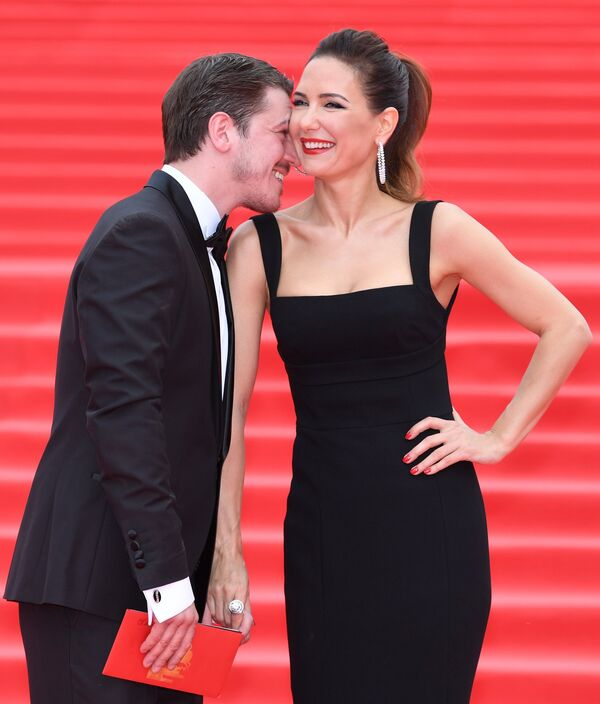 Актриса Екатерина Климова и ее супруг актер Гела Месхи на церемонии закрытия 39-го Московского международного кинофестиваля