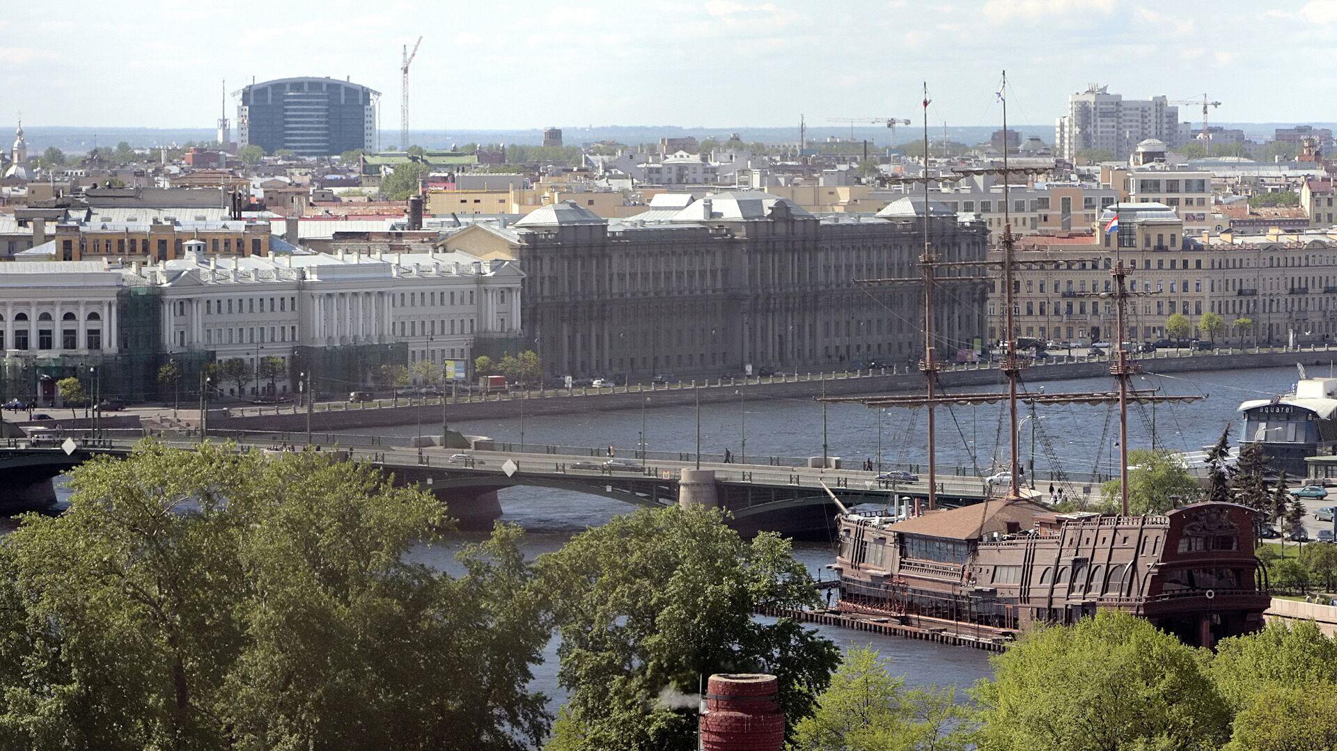 Вид на Биржевой мост с колокольни Петропавловской крепости - РИА Новости, 1920, 02.02.2021