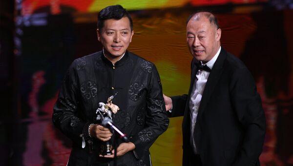 Китайский режиссер Лян Цяо, получивший награду в номинации Лучший фильм, на церемонии закрытия 39-го Московского международного кинофестиваля