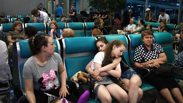 Пассажиры в аэропорту Домодедово. 30 июня 2017