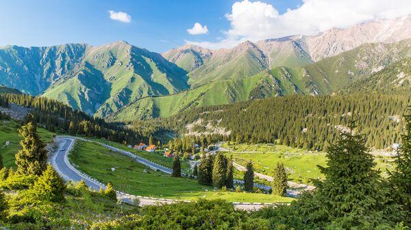 Дорога возле Большого Алматинского ущелья