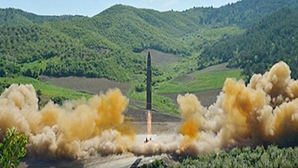 Запуск северокорейской баллистической ракеты Хвасон-14. Июль 2017