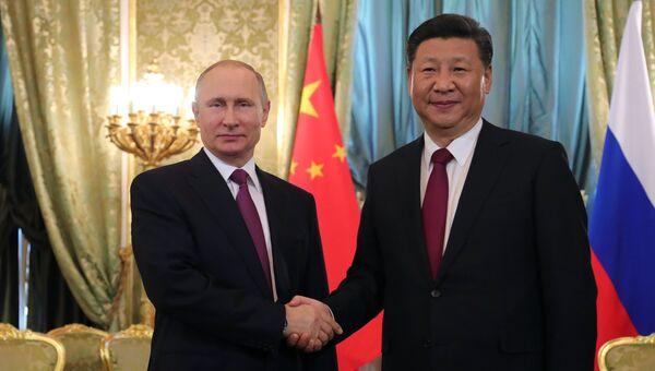 Си Цзиньпин позвонил Путину: Китай поддержал россиян в выборе обновленной Конституции