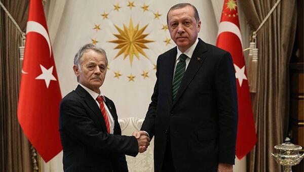 Президент Турции Тайип Эрдоган и лидер запрещенной в России организации Меджлис крымско-татарского народа украинского депутата Мустафу Джемилева. 4 июля 2017
