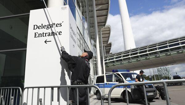 Полиция осматривает территорию в рамках подготовки к саммиту G20 в Гамбурге. 4 июля 2017