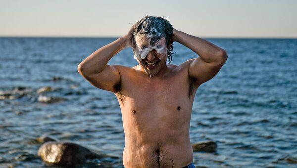 Условия на островах спартанские: водные процедуры иногда приходится принимать прямо в Финском заливе