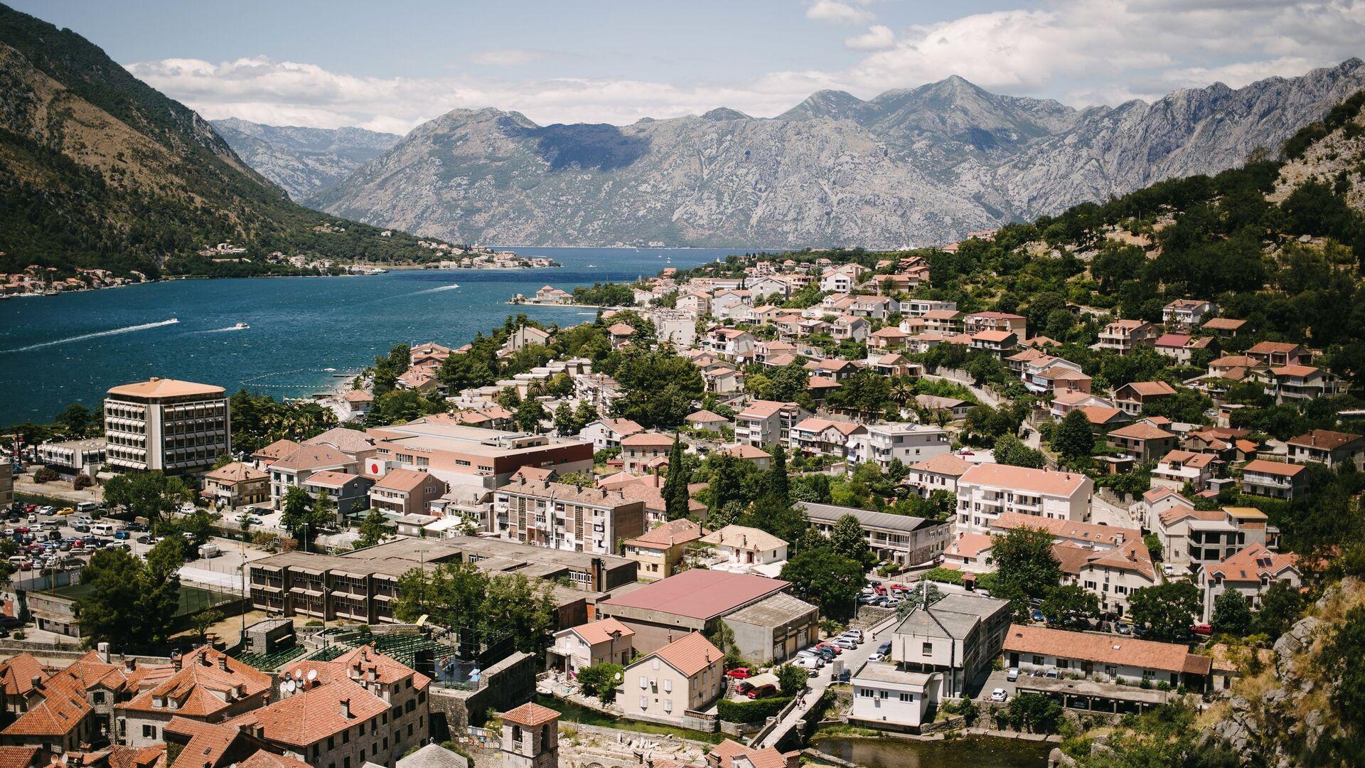 Черногория разрешила россиянам оставаться в стране 90 дней без визы