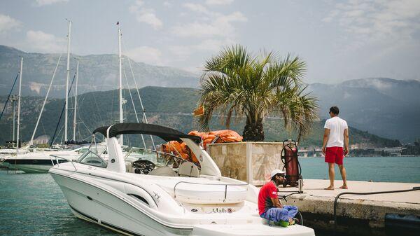Пристань на берегу Адриатического моря города Будвы в Черногории. Архивное фото