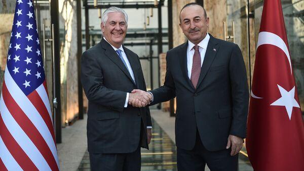 Госсекретарь США Рекс Тиллерсон и глава МИД Турции Мевлут Чавушоглу. Архивное фото