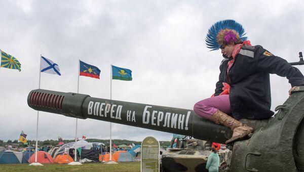 Зритель на музыкальном фестивале Нашествие 2017 в поселке Большое Завидово в Тверской области