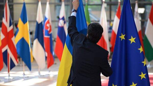 Флаги Украины и ЕС во время саммита ЕС в Брюсселе