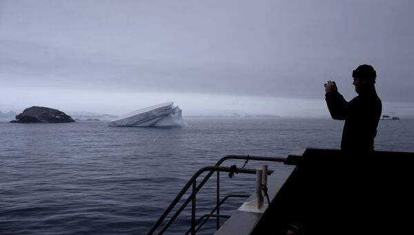 Швейцарский геолог Ричард Спикингс возле станции Бернардо О'Хиггинса в Антарктиде
