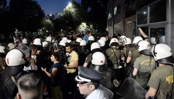 Акция протеста против приезда главы Еврокомиссии Жана-Клода Юнкера в Салониках, Греция. 13 июля 2017