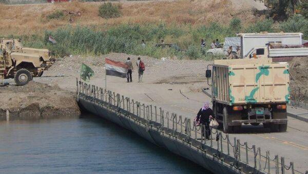 Переход беженцев из правой части Мосула в левую. Архивное фото