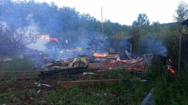Последствия пожара в дачном доме в садоводстве Железнодорожник города Братска Иркутской области. 16 июля 2017