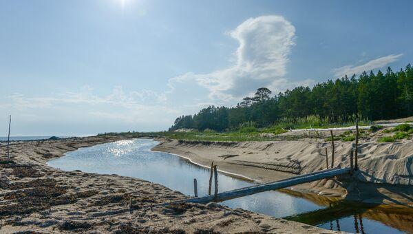 Ручей Глубоцкий на берегу Онежского залива в районе мыса Глубокий