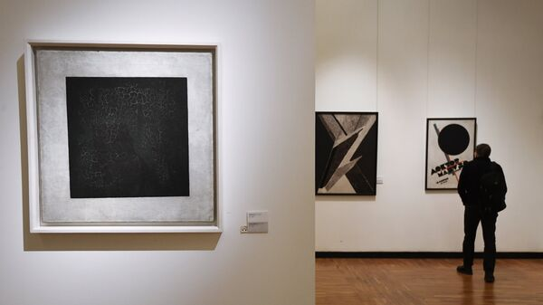 Картина Чёрный квадрат художника Казимира Малевича в Государственной Третьяковской галерее на Крымском Валу