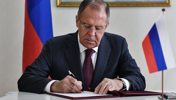 Сергей Лавров во время заседания совета министров иностранных дел ОДКБ в Минске. 17 июля 2017