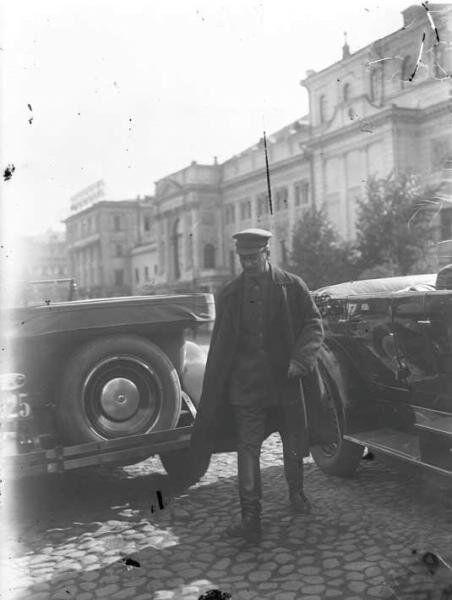 Иосиф Сталин – делегат V съезда Советов у Большого театра. 1918 год