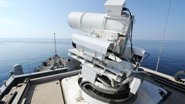 Лазерная пушка, установленная на борту корабля. Архивное фото