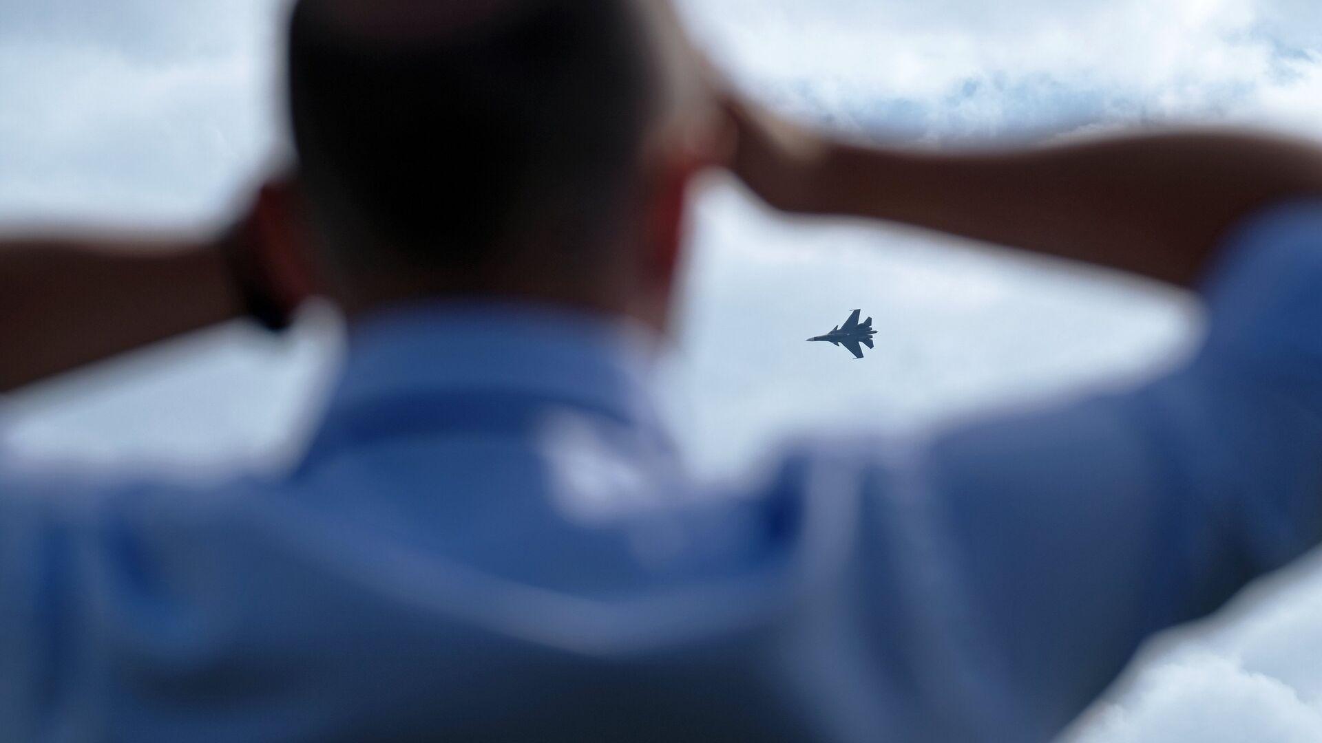 Многоцелевой истребитель Су-30СМ во время полета на Международном авиационно-космическом салоне МАКС в Жуковском - РИА Новости, 1920, 18.07.2021