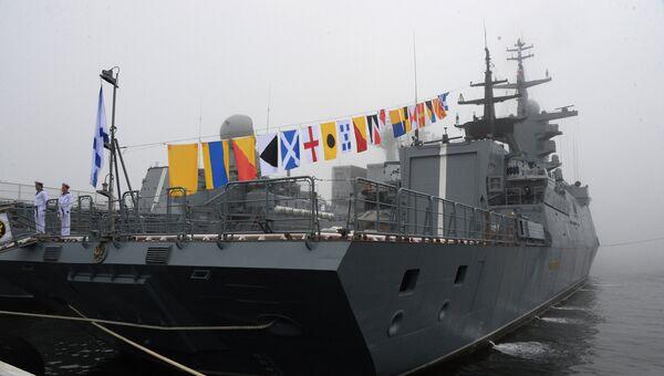 На церемонии подъема Андреевского флага на корвете Совершенный во Владивостоке. 20 июля 2017