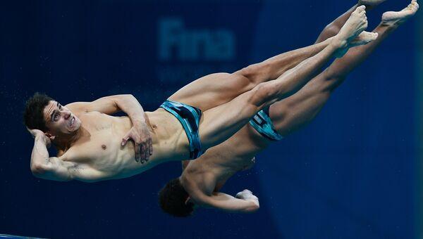 Хосе Диего Баллеса Исайас и Кевин Берлин Рейес (Мексика) в финальных соревнованиях по синхронным прыжкам в воду с вышки 10 м среди мужчин на чемпионате мира FINA 2017