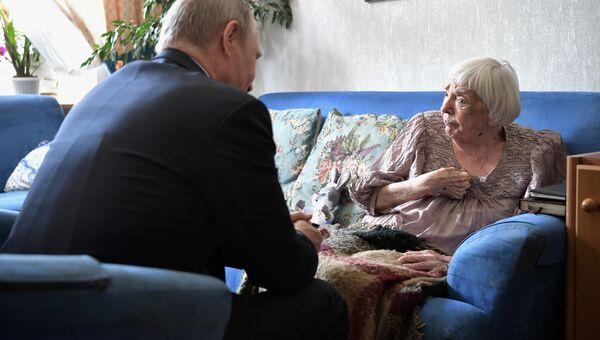 Президент РФ Владимир Путин поздравляет с 90-летием правозащитника, общественного деятеля, председателя Московской Хельсинкской группы Людмилу Алексееву