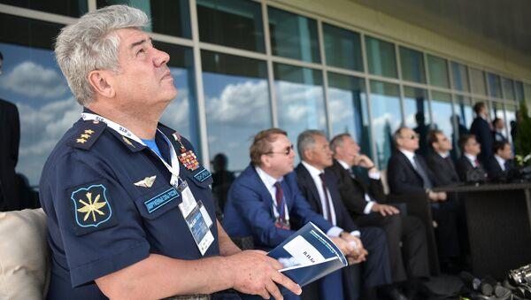 Командующий Воздушно-космическими силами РФ генерал-полковник Виктор Бондаревна на МАКС-2017 в подмосковном Жуковском