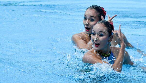 Тинтин Цзян и Вэньвэнь Цзян (КНР) выступают с технической программой в финальных соревнованиях по синхронному плаванию среди дуэтов на чемпионате мира FINA 2017