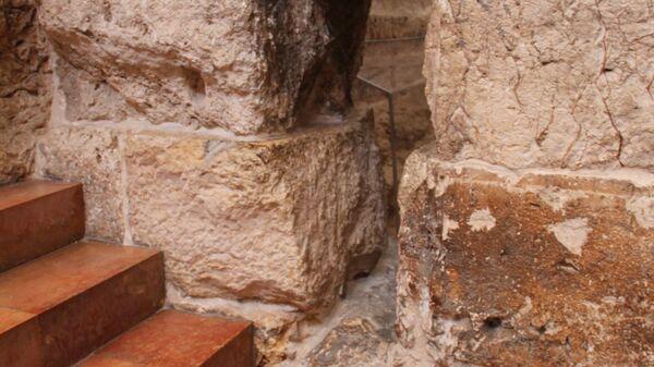 Игольное ушко у Судных врат в Александровском подворье в Иерусалиме