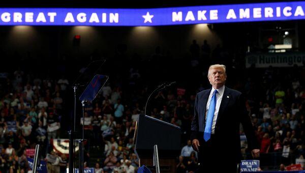 Президент США Дональд Трамп во время выступления перед сторонниками в Огайо