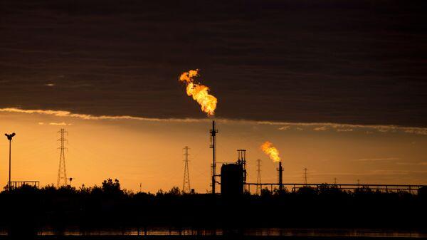 Нефтяной комплекс в районе реки Ориноко в Венесуэле