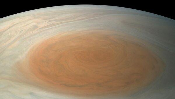Большое красное пятно Юпитера в естественной цветовой гамме