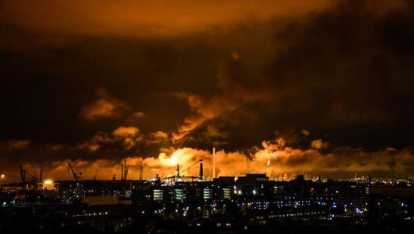 Пожар на нефтеперерабатывающем заводе Shell в Роттердаме, Нидерланды. 29 июля 2017