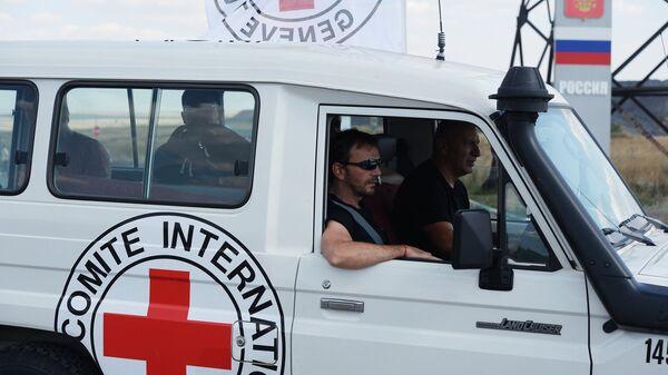 Автомобиль Красного Креста на российской границе
