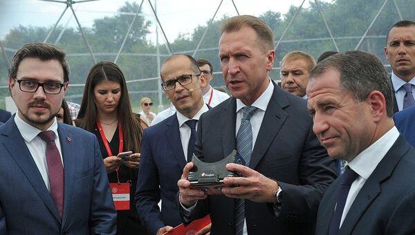 Игорь Шувалов во время рабочего визита в Республику Удмуртия. 1 августа 2017