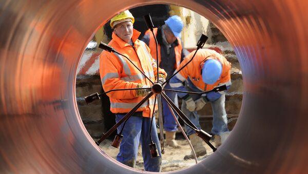 На закладке газопровода Opal в Вустерхузене, Германия. 14 апреля 2010