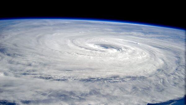 Супертайфун Нору над Тихим океаном. 1 августа 2017