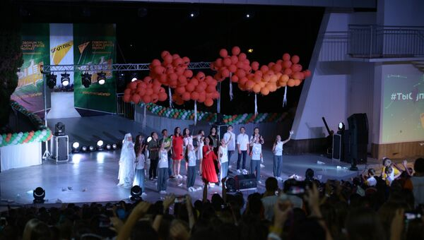 Участники проекта телеканала НТВ и Sputnik Ты супер! во время выступления