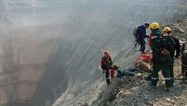 Промышленные альпинисты приступили к работе на руднике Мир. Архивное фото