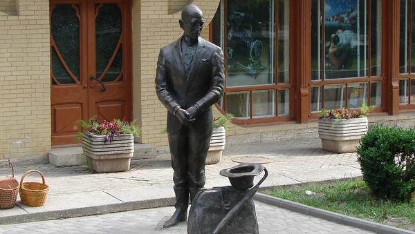 Памятник Кисе Воробьянинову в Пятигорске. Архивное фото